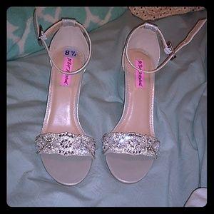 💥MEGA SALE💥NWOT Betsey Johnson Silver Heels